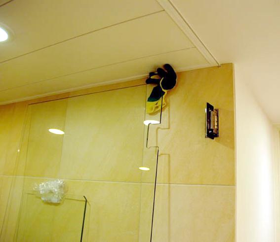 浴室ガラス扉の吊り込み