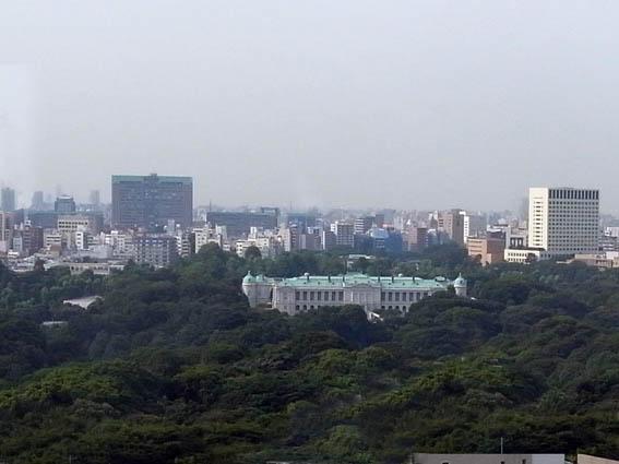窓から見える赤坂離宮
