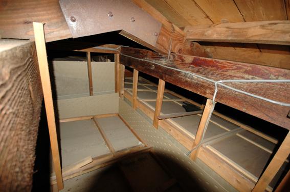 中古別荘の屋根裏チェック