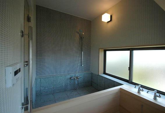 在来浴槽のタイル納まり