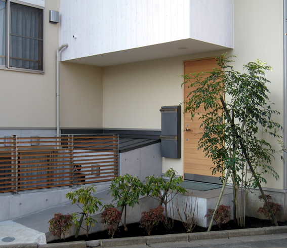 玄関前のシンボルツリー