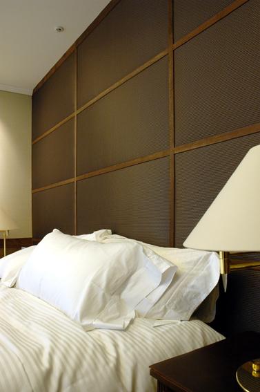 緞子張りのベッドルームリフォーム