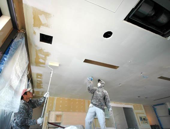 50平米のリビング 天井塗装