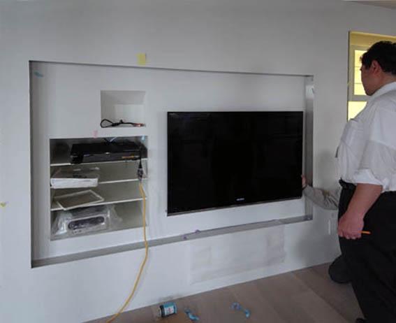 壁掛けテレビ設置