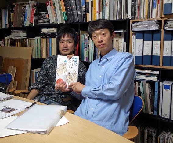 エクスナレッジ社の編集の西山さんと記念写真