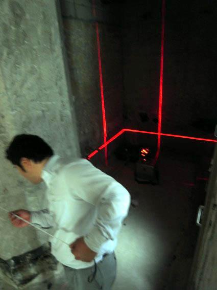 レーザーを使っての実測作業