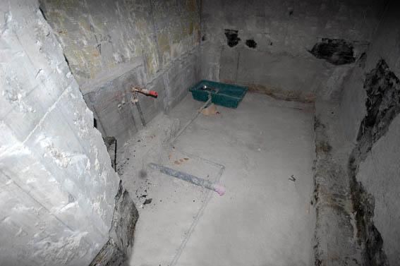 既存防水層まで剥がされた在来工法浴室