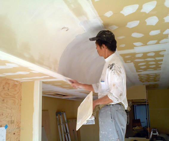 カーブ天井のパテ仕上げ