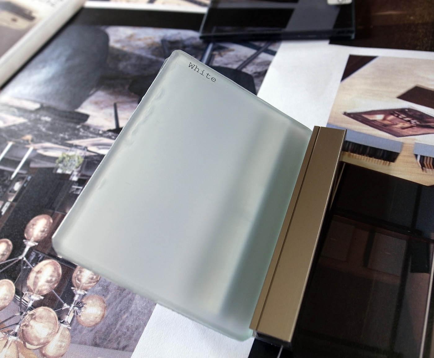 ドライルームのガラス建具の色確認