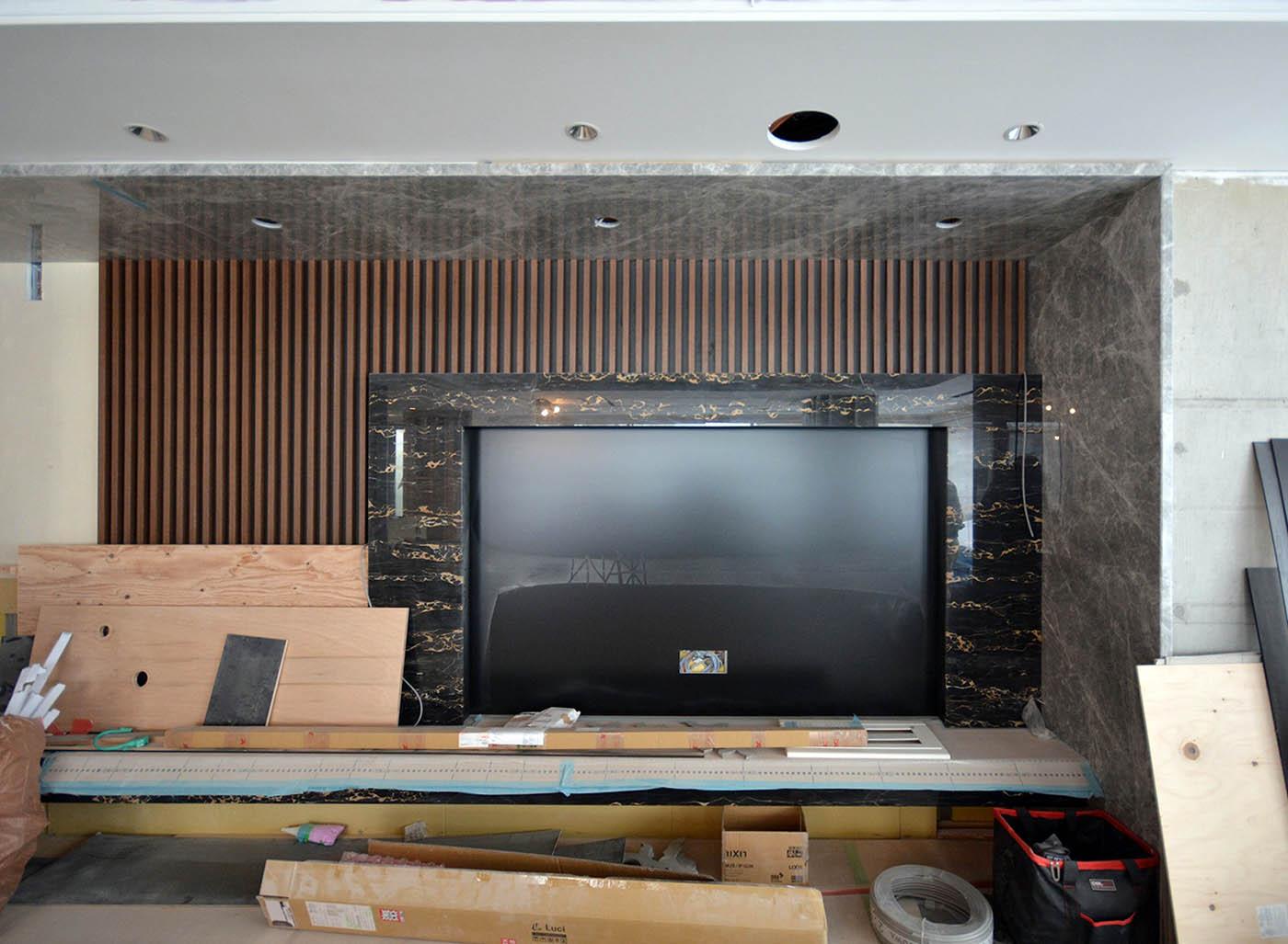 大理石ポルトロ張りのTV壁@高級マンションリノベーション