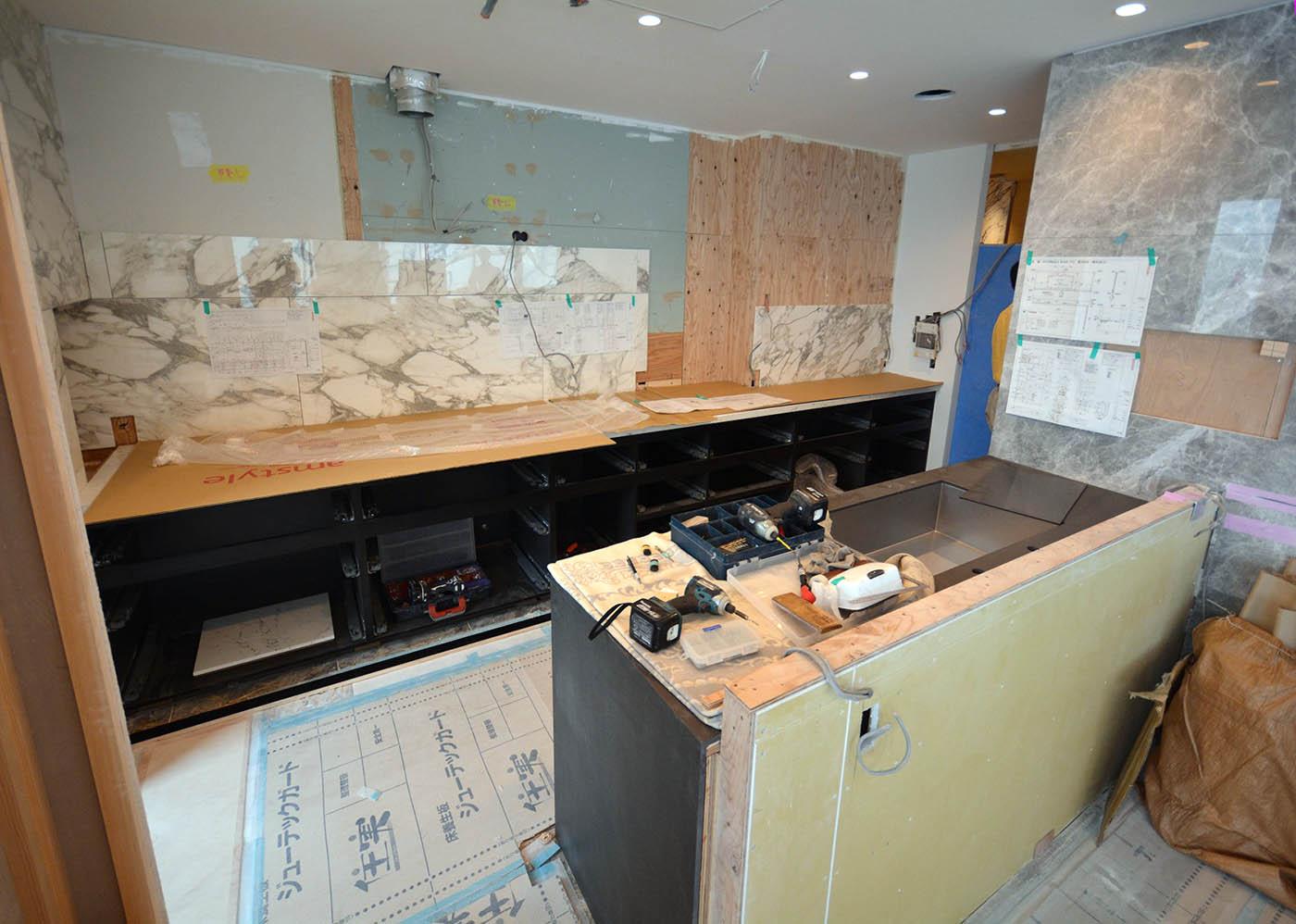アムスタイルの大型キッチン組み立て中@高級マンションリノベーション