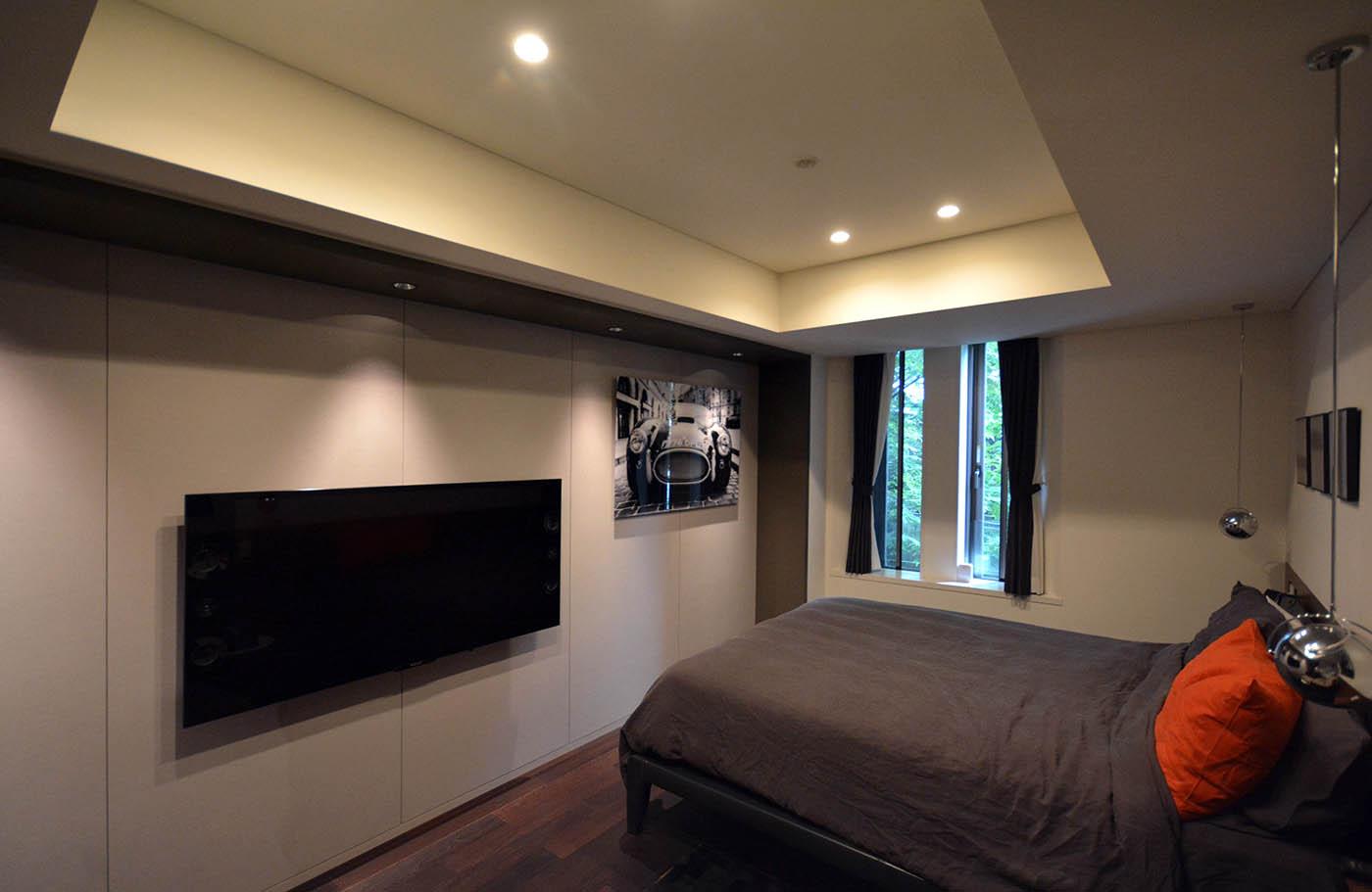 南平台N邸の寝室のテレビ高さ