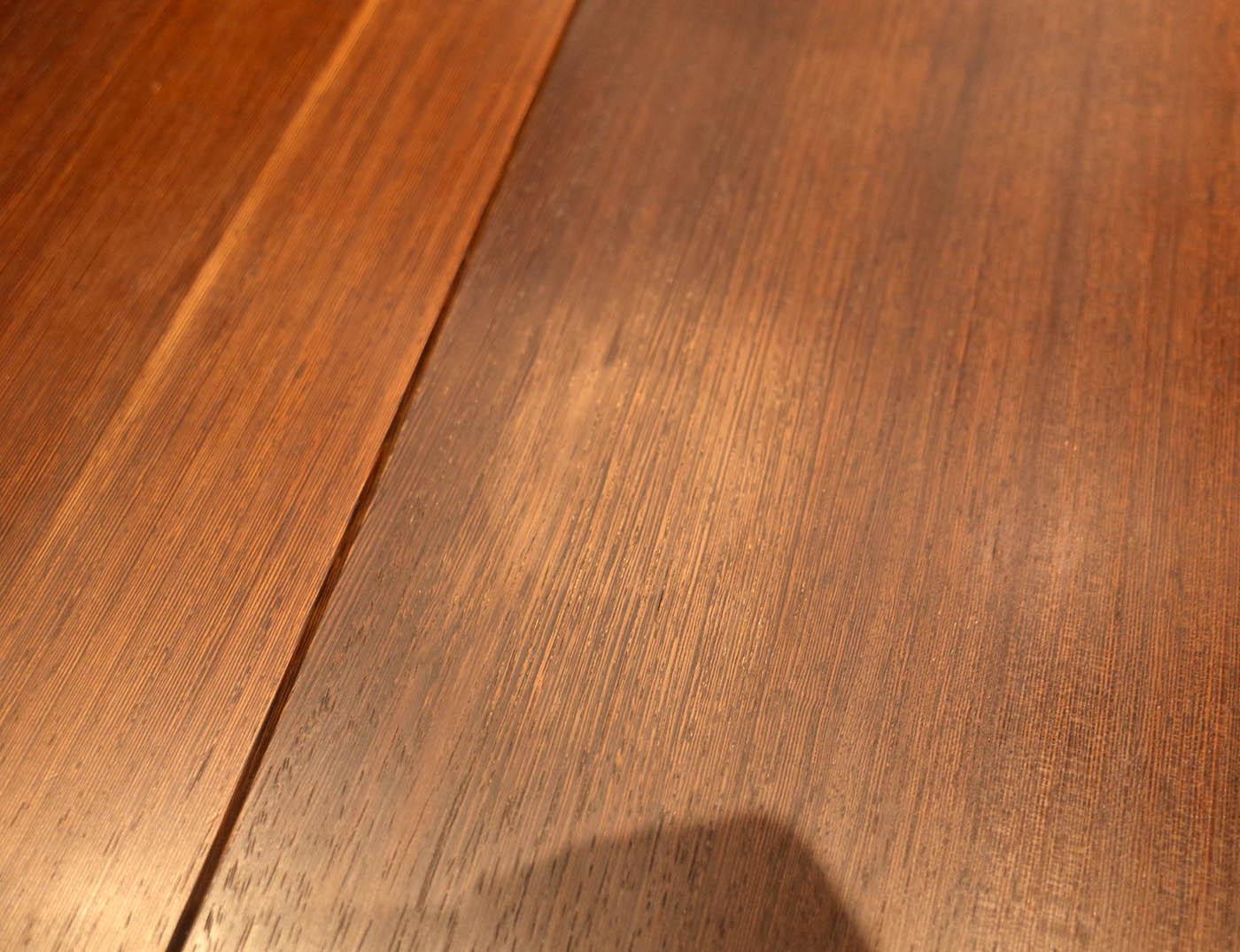 コップの補修後に輪染みが付いてしまった無垢材ダイニングテーブル