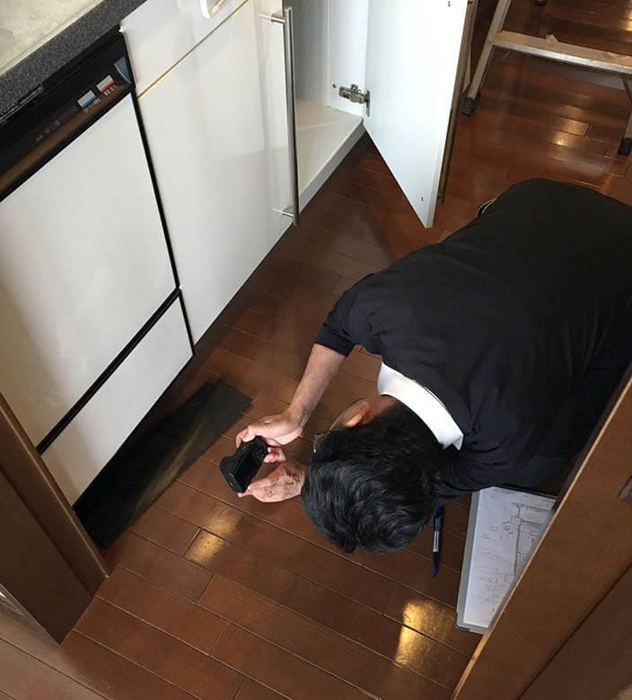 代官山N邸_現状調査_キッチン床下チェック
