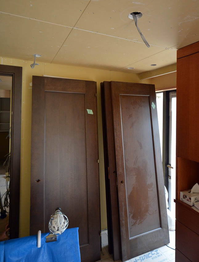 補修した建具吊り込み