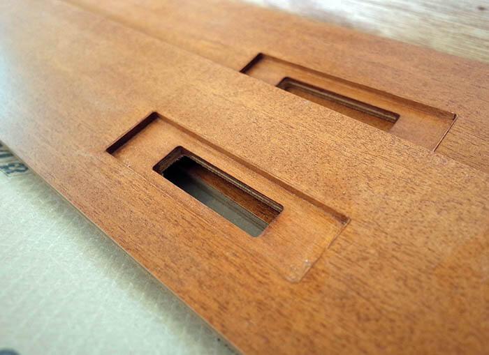 木製巾木のコンセント設置用孔