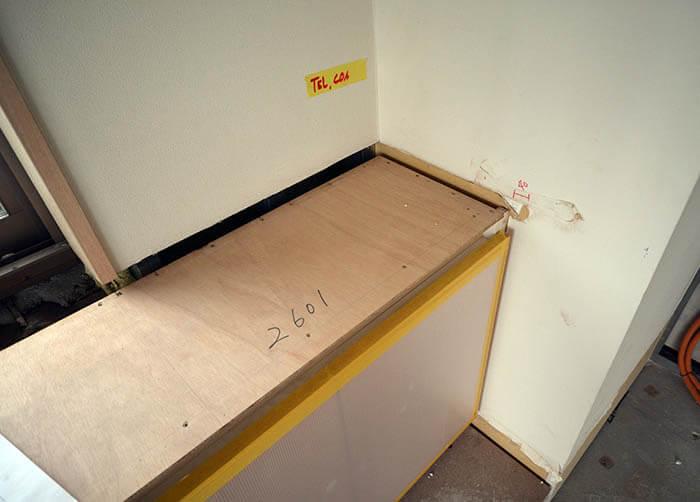 既存甲板を取り外したカウンター家具