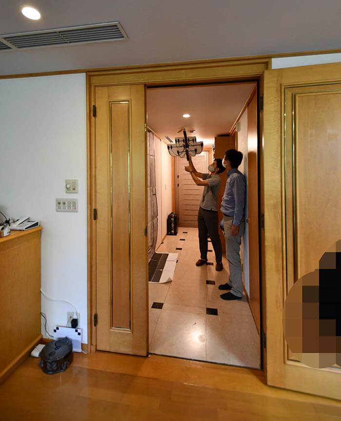 お客さまの仮住まいでの玄関姿見のモックアップ