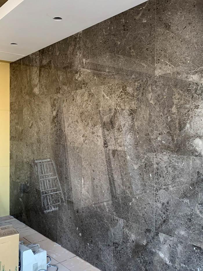 大理石張りの壁