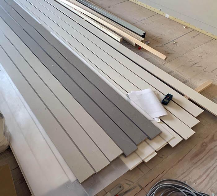 壁色に合わせた塗装された巾木