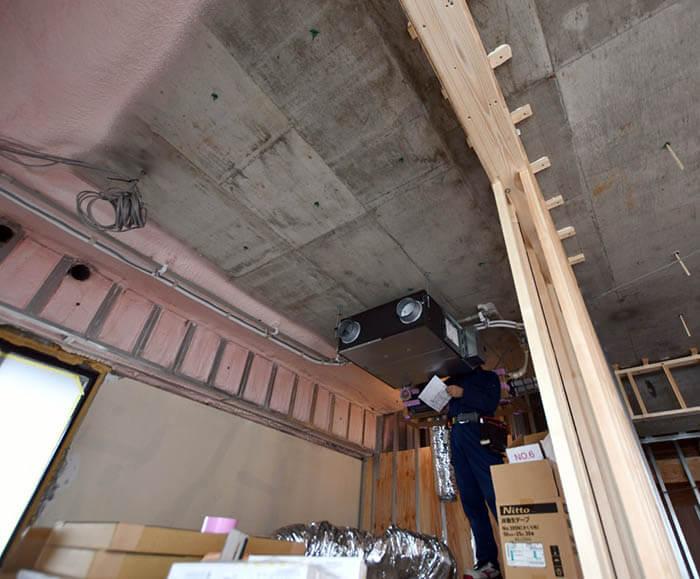 天井埋め込みエアコン吊り込み