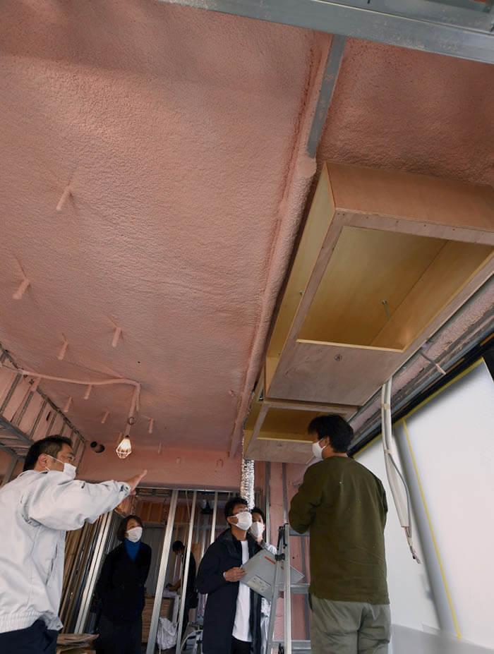 天井埋め込みエアコン用ボックス吊り込み
