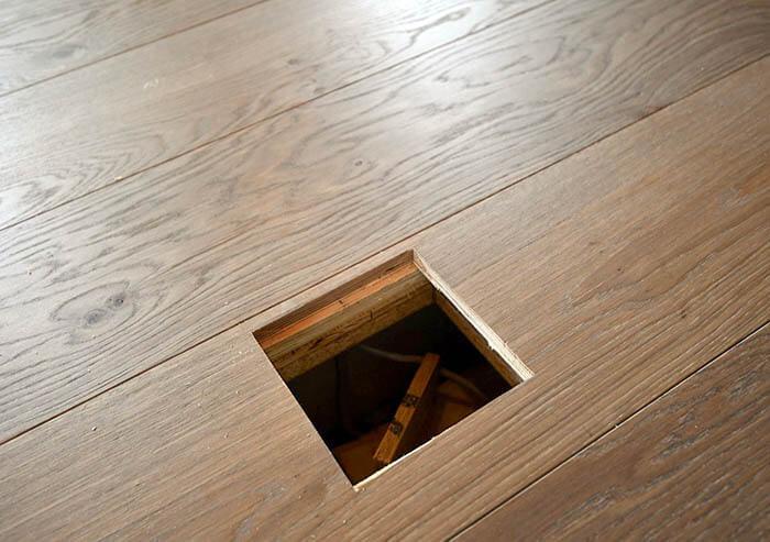 フローリング張りと床コンセント用孔