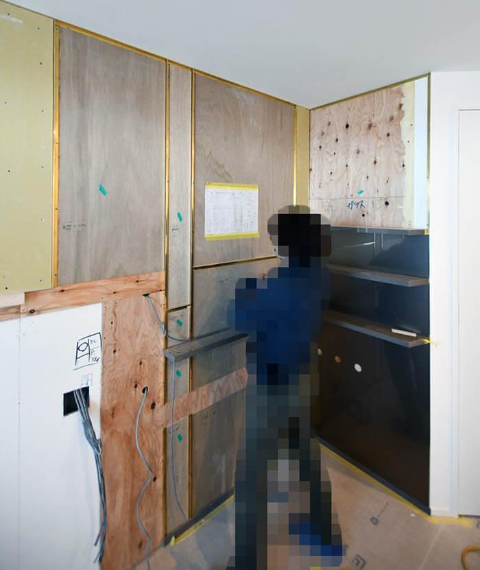 真鍮見切り壁の寝室