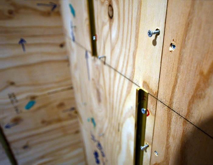 真鍮見切りを取り付けた壁