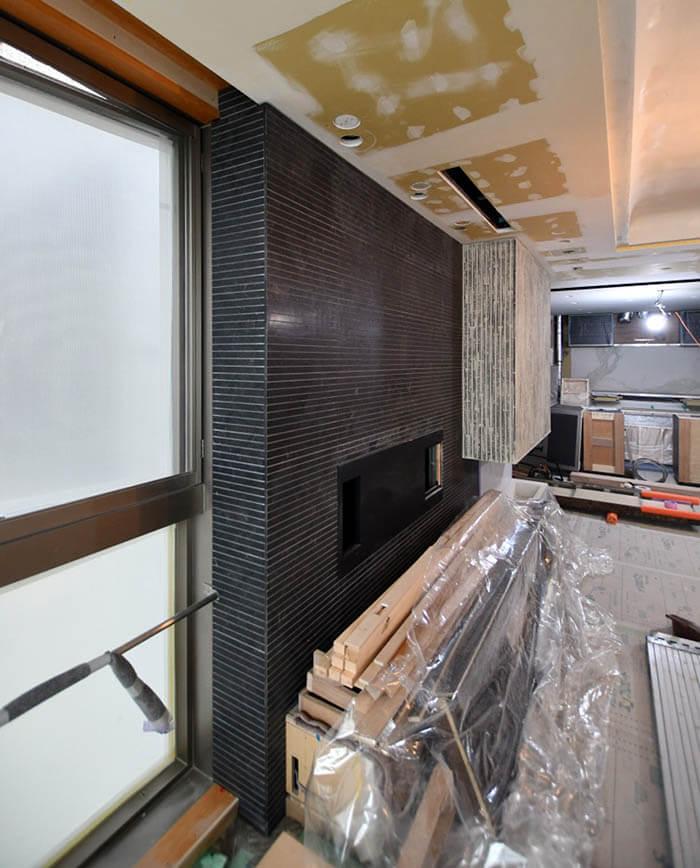 サルバトーリの加工大理石張りのTV[設置壁