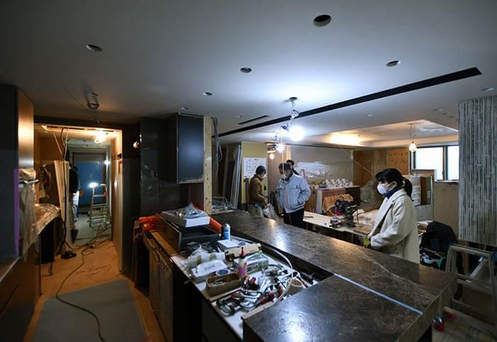 組立て途中のオーダーキッチン視察