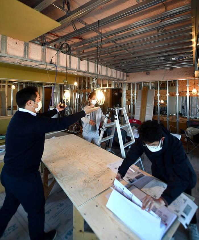 ダイニング天井のペンダント照明位置確認