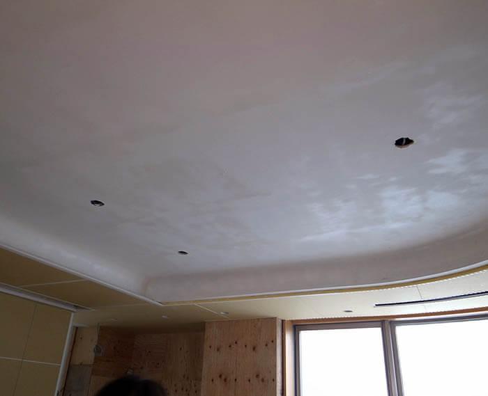 曲面折り上げ天井の塗装下地