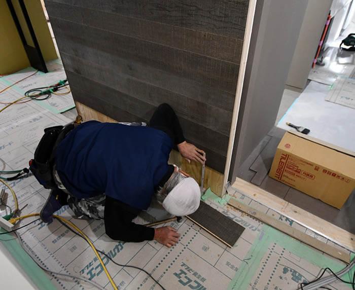 フローリング張り壁の施工