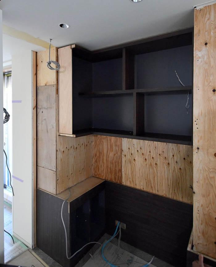リビングコーナーの書斎造作家具組立て