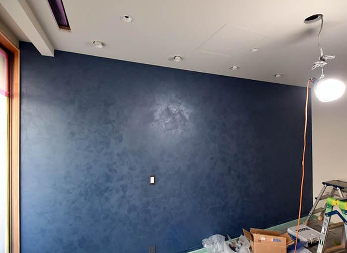 主寝室の壁特殊塗装仕上げ