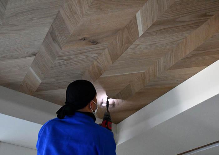 折り上げ天井の木板張り